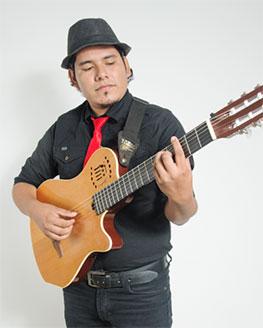 luis-gustavo-eraizo-guitarrista-eleonora-cardona