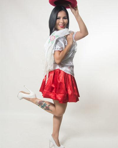 eleonora-cardona-falda-roja
