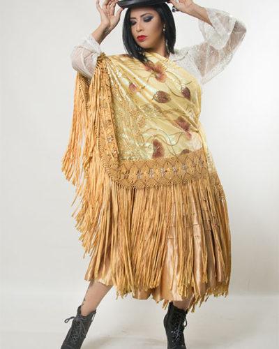 eleonora-cardona-traje-banco-falda-beis