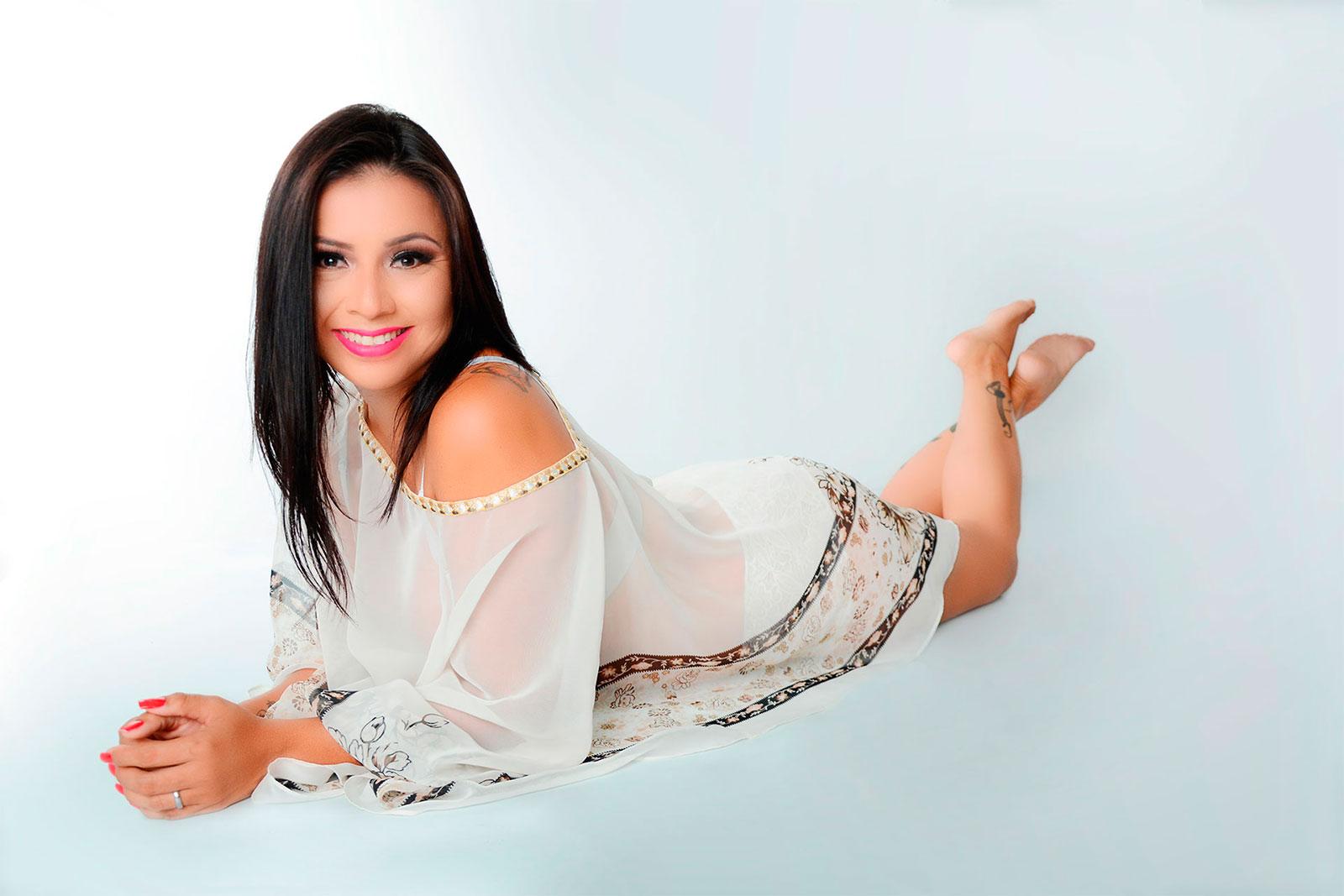 eleonora-cardona-vestido-blanco-transparente